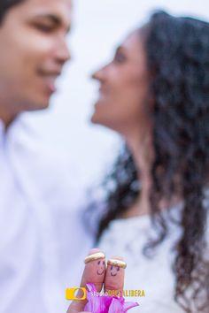 Super criativa a idéia dos noivos, uma forma diferente de mostrar as alianças