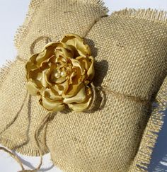 Burlap ring pillow - lovely for a rustic autumn wedding.