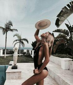 Seductive pretty woman in bikini swimwear at the beach. Visit us for more ! Summer Goals, Summer Of Love, Summer Beach, Summer Vibes, Photography Beach, Travel Photography, Summer Aesthetic, Aesthetic Beauty, Foto Pose