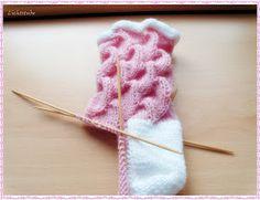 Fido Knitting Stitches, Knitting Socks, Knitting Patterns, Knit Socks, Chrochet, Shells, Hair Accessories, Petra, Slippers