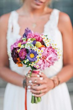 Geniales Photobooth auf Rädern: Der Fotobulli@Nancy Ebert http://www.hochzeitswahn.de/inspirationsideen/andere_inspirationen/geniales-photobooth-auf-raedern-der-fotobulli/ #shooting #flowers #couple