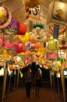 Please come see the meticulously crafted and exquisite lanterns made of hanji, traditional handmade Korean paper made from mulberry bark