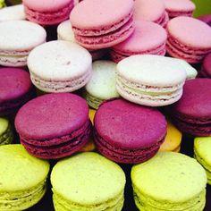E o dia termina assim: cheio de macarons! #maymacarons #macarons #nossosmacarons #cores #sabores #aniversario #casamento #infantil