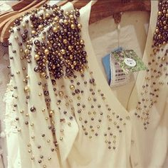 Skip the jewelry with this pearl embellished cardigan Beaded Embroidery, Hand Embroidery, Embroidery Designs, Fashion Details, Diy Fashion, Woman Fashion, New Mode, Diy Clothing, Refashion