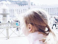 Rom  Bei dem Winterwetter hier kommt es mir fast unwirklich vor dass wir bis Sonntag noch im T-shirt durch das sonnige traumhafte Rom liefen... . Auf dem Blog gibt es ganz frisch einen ersten Rückblick auf unsere Städtereise mit den Minis - ganz dem Thema gewidmet warum wir kein Bauchweh beim Sightseeing in trubeligen Städten mit den Kindern haben warum es für uns eine echt gute Sache ist und 11 Gründe warum das meist  so richtig gut klappt und generell klappen kann. Außerdem erzähle ich…
