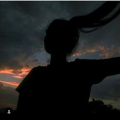 Silhouette Photography, Shadow Photography, Portrait Photography Poses, Tumblr Photography, Sunset Photography, Profile Pictures Instagram, Shadow Pictures, Teenage Girl Photography, Black Aesthetic Wallpaper