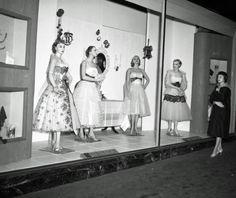 Steketee's window display - November 25, 1938