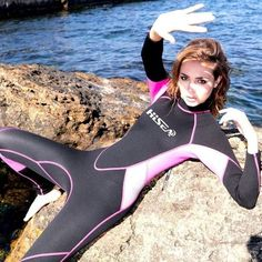 Scuba Wetsuit, Diving Wetsuits, Scuba Diving Gear, Swimming Diving, Female Swimmers, Scuba Girl, Womens Wetsuit, Latex Fashion, Athletic Women
