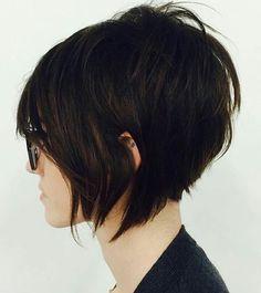 La coupe au carré à été plébiscitée par Vidal Sassoon un coiffeur britannique, qui lui donna alors le nom de Bob. Le coiffeur est récemment décédé à