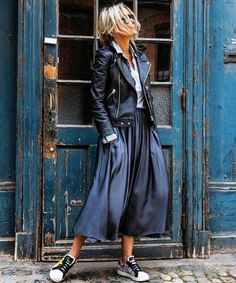 22 best casual outfit ideas for women over 40 years 35 22 best casual outfit ide. Look Fashion, Winter Fashion, Rock Style Fashion, Rock Street Style, Street Styles, Trendy Fashion, Korean Fashion, Womens Fashion, Classy Fashion