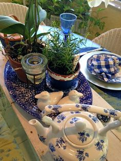 MAY DAYS: Spring Breakfast Table