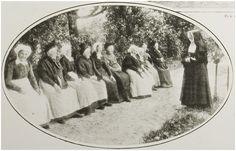 St. Antonius Gasthuis in de Molenstraat. Zuster Adriana in gesprek met één der oudjes tijdens de viering van het 25 jarig jubileum van het Gasthuis foto: Zanden, Leo van der -1927