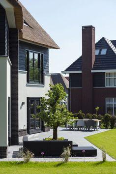 Luxe villa bouwen met rieten dak | tuin ideeën | tuin ontwerp | luxury garden design | Hoog.design
