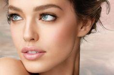 Fresh Natural Makeup. A little brown eye shadow or eye pencil under the eye #naturalmakeup