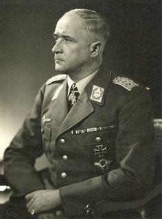 ■ Generalfeldmarschall Robert Ritter von Greim --- last Commander of the Luftwaffe. - http://www.wehrmacht-awards.com/forums/showthread.php?t=152210&page=13