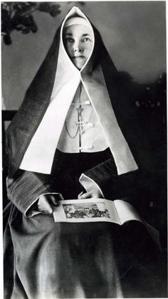 Catholic Nuns Habits:  This from the Religious of the Sacred Heart of Mary (RSHM)