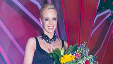 Isabel Edvardsson: Let's Dance-Comeback! Let ́s Dance, Comebacks, Let It Be, Star, Beauty, News, Dresses, Fashion, Amazing