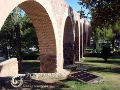 Acueducto en Zacatecas. La parte que subsiste se conserva como uno de los ejemplos arquitectónicos que identifican a la ciudad