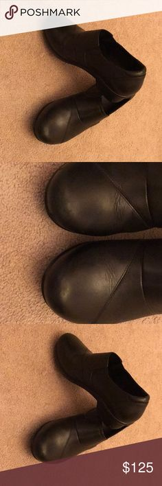 """ABEO """"Carin"""" size 7, black, very good condition. Gently worn. Insole included. Some light scuffing on toe area which I tried to capture in photo. Good for people with plantar fasciitis, or workers who spend several hours on their feet. Purchased a year ago, but only worn for about 2 months. Have been sitting in my closet for a long time and are anxious to go to a new home. ☺️ Paid $175 at the Walking Company. Abeo Shoes Mules & Clogs"""