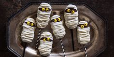 You Won't Believe How Easy These Nutter Butter Mummy Pops Are to Make http://www.countryliving.com/food-drinks/a36603/mummy-pops/