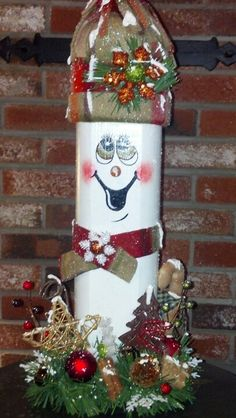Landscape timber snowman Wood Snowman, Snowman Crafts, Primitive Snowmen, Landscape Timber Crafts, Landscape Timbers, Holiday Wood Crafts, Christmas Projects, Snowman Decorations, Christmas Decorations