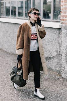 Street Fashion Trends The Raw Straight Cut Jeans New Street Style, Looks Street Style, Street Style Trends, Autumn Street Style, Cool Street Fashion, Street Style Women, Gala Gonzalez, Streetwear, Smart Casual