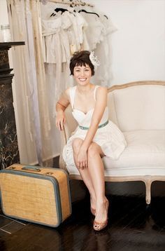 short hair bride with feather (photo by cly creation via lovely bride; hair by steff glaz, makeup by erins faces) Pixie Hairstyles, Wedding Hairstyles, Fresh Face Makeup, Short Bridal Hair, Pretty Brunette, Hair Shows, Shiny Hair, Her Hair, Marie