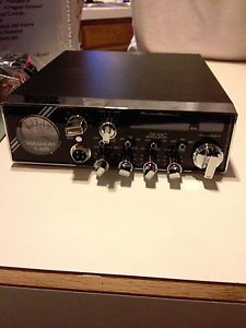 One mint condition CB radio...... Magnum S680 with extras Like American flag faceplate And A static wood grain mic both brand new