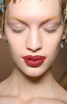Dior Haute Couture Spring / Summer 2013 embellished glitter lips - Pat McGrath: 18 Most Beautiful Runway Makeup Looks Bold Makeup Looks, Red Makeup, Dark Skin Makeup, Dior Makeup, Creative Makeup Looks, Makeup Geek, Fairy Makeup, Mermaid Makeup, Crazy Makeup