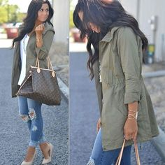 There& nothing quite like getting caught in the rain with the perfect fall coat and a pair of distressed jeans to complete the look! Cute Fall Outfits, Fall Winter Outfits, Autumn Winter Fashion, Summer Outfits, Casual Outfits, Mode Outfits, Fashion Outfits, Womens Fashion, Modest Fashion