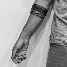 Stylish Armband Tattoos For Men & Women - tattoo - Tattoo Designs for Women Armband Tattoo Mann, Armband Tattoos For Men, Armband Tattoo Design, Forearm Tattoos, Hand Tattoos, Tribal Tattoos, Sleeve Tattoos, Polynesian Tattoos, Geometric Tattoos