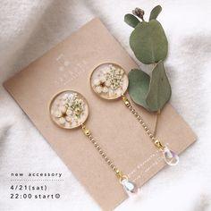 "hanauta ❁ [ accessory ] on Instagram: ""透明感たっぷり。シンプル耳飾り☺︎ . 4月21日(土) 22:00より、web shopにてアクセサリーを販売予定です。よろしくお願いいたします🍀 . ."" Ear Jewelry, Resin Jewelry, Cute Jewelry, Jewelry Art, Jewelery, Handmade Jewelry, Jewelry Design, Resin Necklace, Diy Necklace"