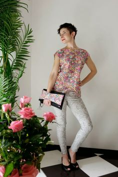 novamelina Liberty Of London Fabric, Liberty Fabric, Liberty Print, Capri Pants, Fabrics, Clothing, Fashion, Tejidos, Outfits