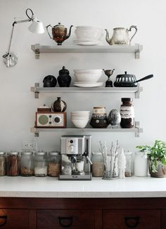 kitchen shelf loveliness via sfgirlbybay.
