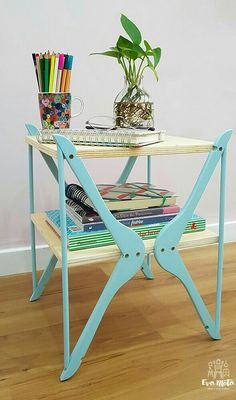 Upcycle wooden hangers into a small storage table. ~ Another moving mass of . - Upcycle wooden hangers into a small storage table. ~ Another mass of the series I made with hangers - Furniture Projects, Furniture Makeover, Wood Projects, Office Furniture, Table Furniture, Repurposed Furniture, Painted Furniture, Diy Furniture Upcycle, Hand Painted Chairs
