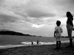 South China Beach, Nha Trang, Vietnam     http://phongthuyvadoisong.com/  http://phongthuyvadoisong.com/443/San-Pham/da-mat-ho-vang-do-tiger-eye.htm