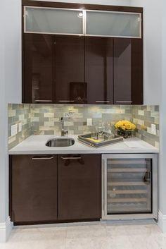 https://i.pinimg.com/236x/09/24/a8/0924a82dc4059bba2760e8c25f531b14--closet-bar-home-bar-designs.jpg