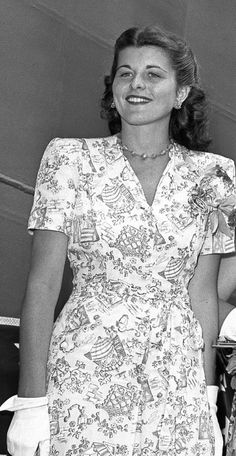 ♛ The Kennedy Family ♛ Patricia Kennedy, Les Kennedy, Rosemary Kennedy, Peter Lawford, Celebs, Celebrities, Classic Hollywood, Short Sleeve Dresses, American