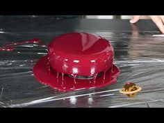 Torte glassate con Glassa a Specchio - [Mirror glaze] - Loris Oss Emer Entremet Recipe, Eclair Recipe, Modern Cakes, Glasse, Mousse Cake, Butter Dish, Food Porn, Ice Cream, Cacao