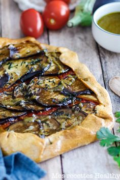 Tarte rustique à l'aubergine et tomate cerise Vegetarian Enchilada Casserole, Healthy Casserole Recipes, Healthy Breakfast Recipes, Clean Eating Recipes, Easy Healthy Recipes, Healthy Snacks, Vegetarian Recipes, Easy Meals, Cooking Recipes
