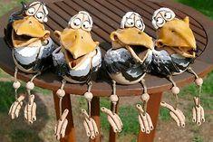 """4 Varianten """" Rabe """". mit einem Holzstiel auch als Gartenstecker genutzt werden. Frog Statues, Chicken Crafts, Clay Birds, Pottery Sculpture, Ceramic Animals, Biscuit, Gourds, Crow, Garden Sculpture"""