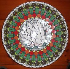 schaal van keramisch mozaiek  op hout    doornsnede 38 cm