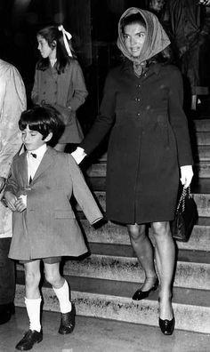 867-John Kennedy Jr, Jackie Kennedy and Caroline Kennedy