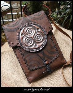 Morgenland Arts & Crafts pouches... self-made artist. Inspiring!
