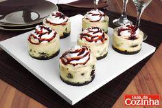 Esta receita de minicheesecake de biscoito recheado é uma delícia, além de ser rápido de fazer: 10 unidades ficam prontas em apenas meia hora!