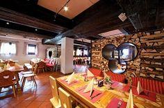 Restaurant im Feriendorf Kirchleitn Lokal, Poker Table, Mirror, Furniture, Restaurants, Home Decor, Farm Cottage, Homes, Decoration Home