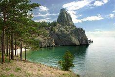 Пляж на одном из берегов Байкала