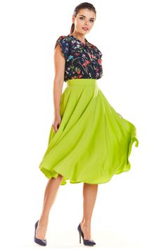 Looking for Midi Skirts? Call off the search with our Flare Midi Skirt In Green. Shop unique fashion at SilkFred Midi Flare Skirt, Unique Fashion, Womens Fashion, Fitness Models, High Waisted Skirt, Satin, Spandex, Formal, Casual