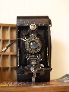 clairenobledesign: Flea Market Finds - Vintage Kodak Box Brownie Camera