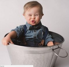 Bebê com Síndrome de Down, que foi rejeitado por uma agência de modelos, tem agora contrato garantido